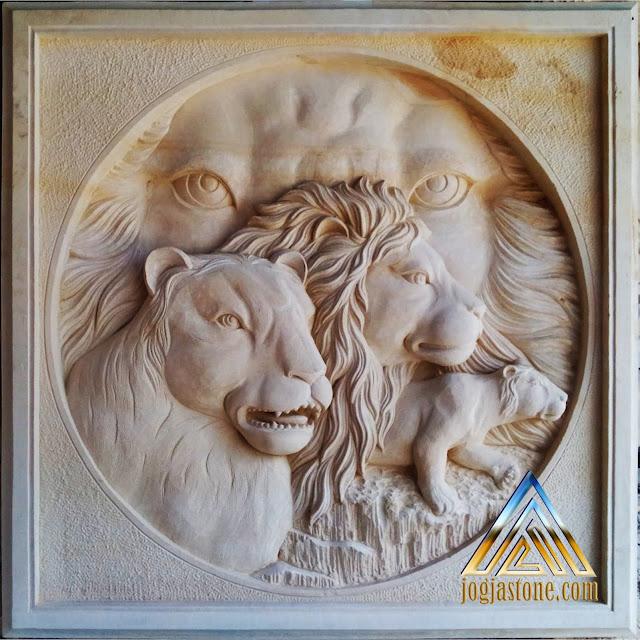 Relief batu alam paras jogja/batu putih, gambar singa dan macan