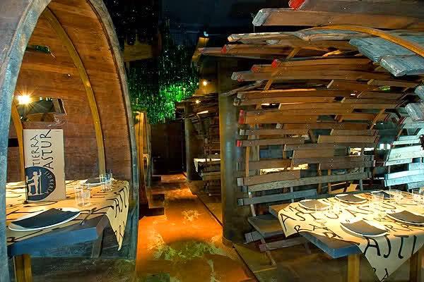 Disfruta de la gastronomía de Gijón en una de sus sidrerías