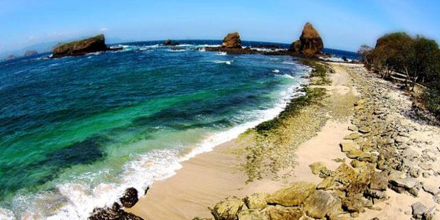 Pantai Pasir Putih Papuma