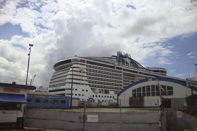 MSC Preziosa ancorado no porto de Santos