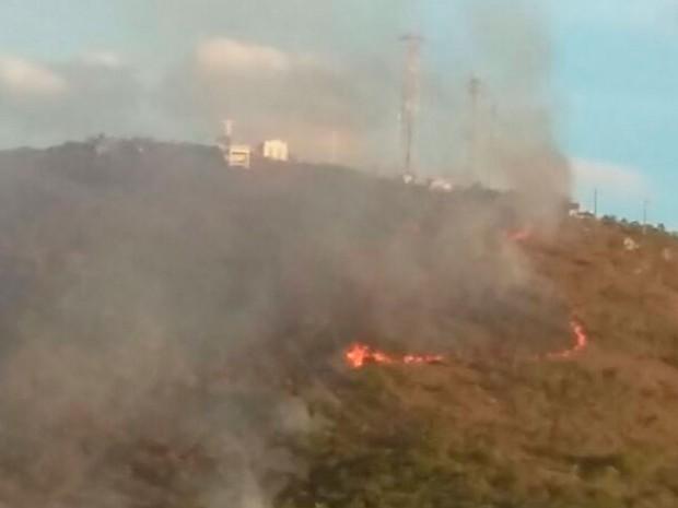 Incêndio atinge serra em Capo Formoso, no norte da Bahia (Foto: Isaildes Lopes/Arquivo Pessoal)