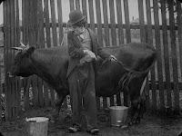 "Кадр из фильма Чарли Чаплина ""Бродяга"" / The Tramp (1915) - 9"