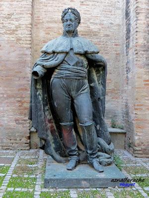 Sevilla - Escultura de Fernando VII  - 1831- Convento de Santa Clara
