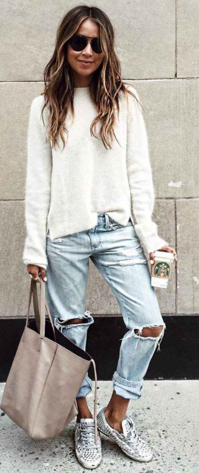 comfy look | white sweater + ripped jeans + bag + sneakers