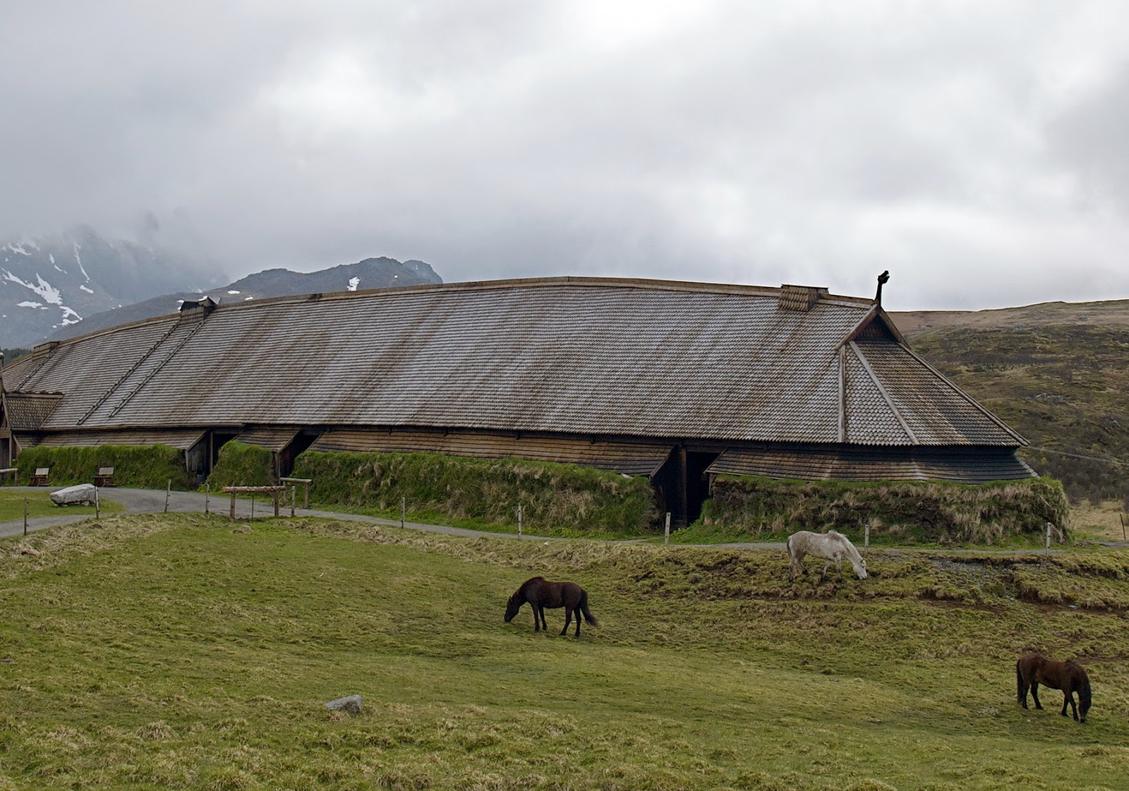 Major Viking feasting hall identified in Sweden