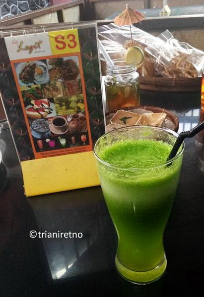 Jus buhun sawi nanas Saung Legit Bandung
