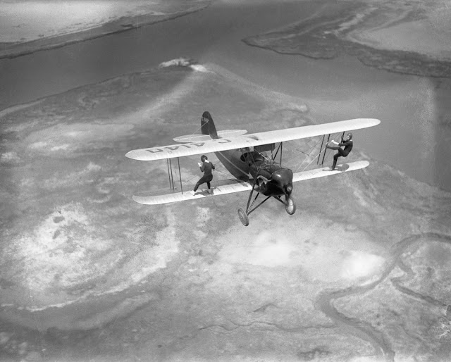 Wing Walkers From The 1920s These Vintage Photos Of
