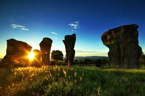 ผลการค้นหารูปภาพสำหรับ สโตนเฮนจ์ประเทศไทย มอหินขาว
