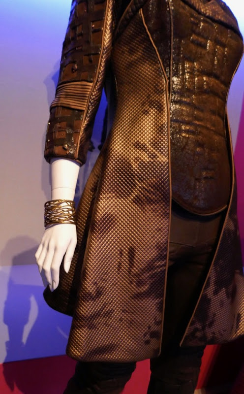 Orville season 1 Pria Lavesque costume detail