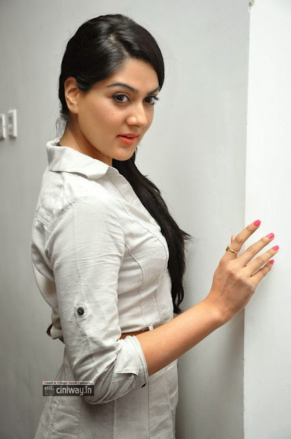 Hot Indian Actress and Model Sakshi Choudhary sexy and spicy stills