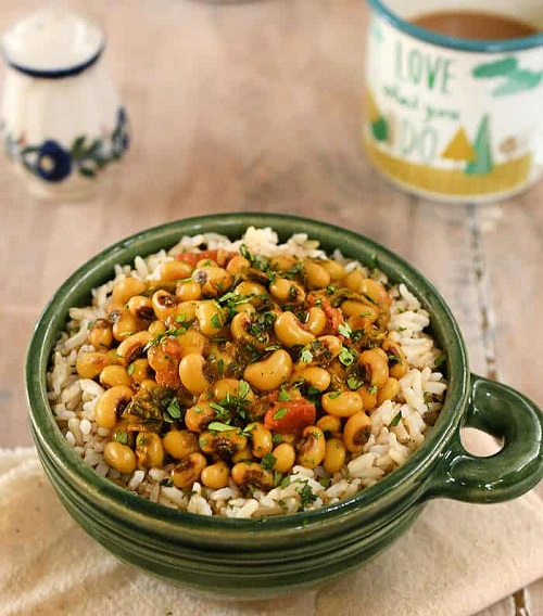 vegan instant pot black eyed pea curry with spinach