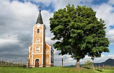 http://tortenetekkepekkel.blogspot.hu/2017/05/a-szent-gyorgy-hegy-ekszerdoboza.html