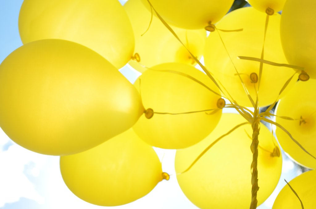 ===El mundo en colores=== My_yellow_balloons_by_clara_di-d5vi8yi