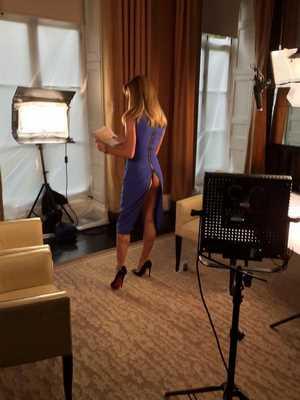 بالفيديو والصور المزيعة الفاتنه أماندا هولدن تكشف مؤخرتها قبل إستضافتها لليدي جاجا
