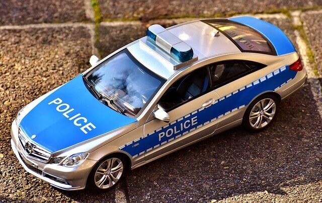 تعلم المحادثة الألمانية جمل و مفردات تسخدم مع الشرطة في الألمانية .- Polizei Vokabular