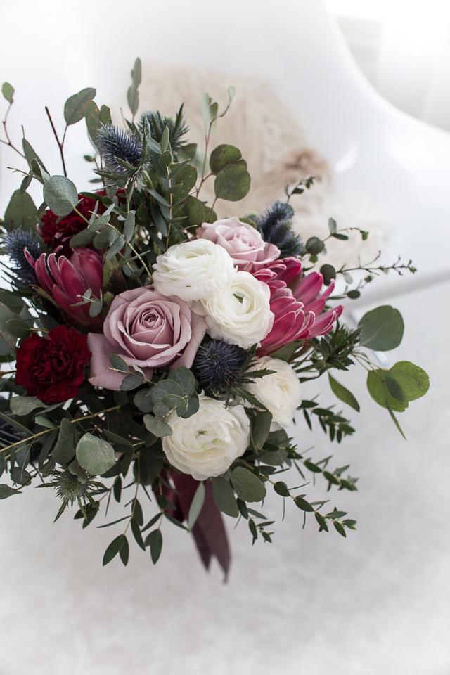 Villa H, hääkimppu, neilikka, ruusu, protea, eukalyptus, leinikki