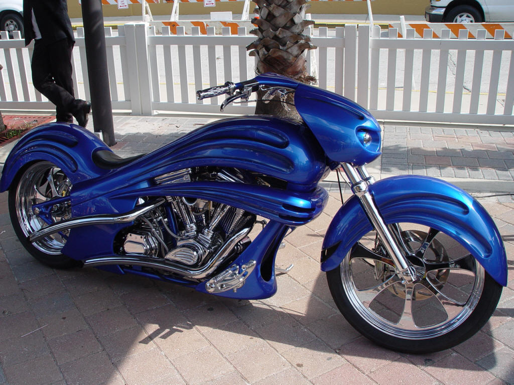 Auto Zone For Speed Lovers Modified Bikes Customized Motorcycles