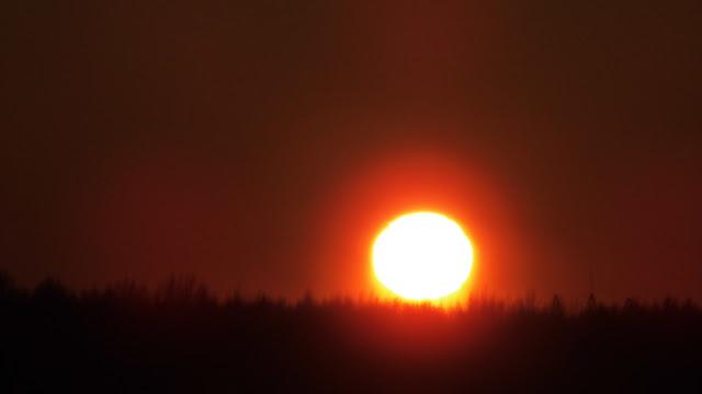 Солнечный Луч 16 декабря 2016 Солнце Закат   Редкий зимний атмосферный эффект во время заката. Температура воздуха —30° по Цельсию. Вертикальный столб света наблюдался выше и под солнечным диском.