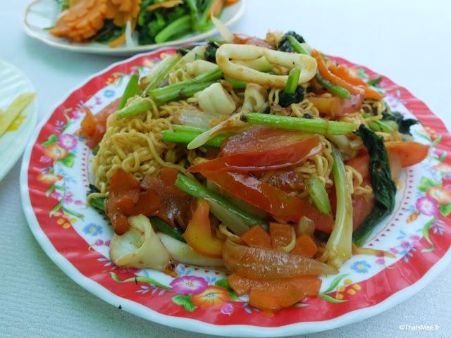 nouilles sautées aux calamars mer plage resto mama ly hoi an cua dai
