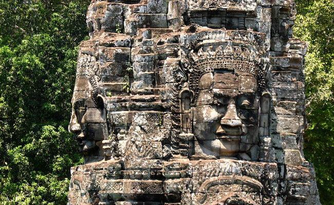 www.xvlor.com Bayon is Buddhist and Hindu hybrid temple by King Jayavarman