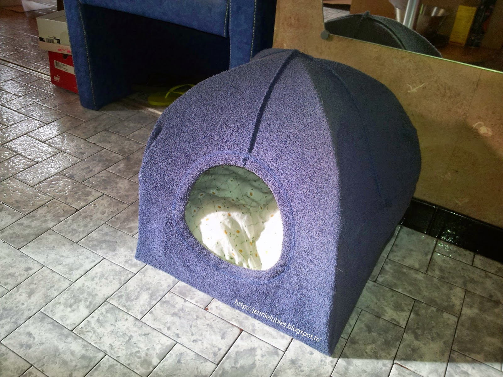 jennie ses lubies diy tuto et r alisation d 39 un abri pour chat trouv sur pinterest. Black Bedroom Furniture Sets. Home Design Ideas