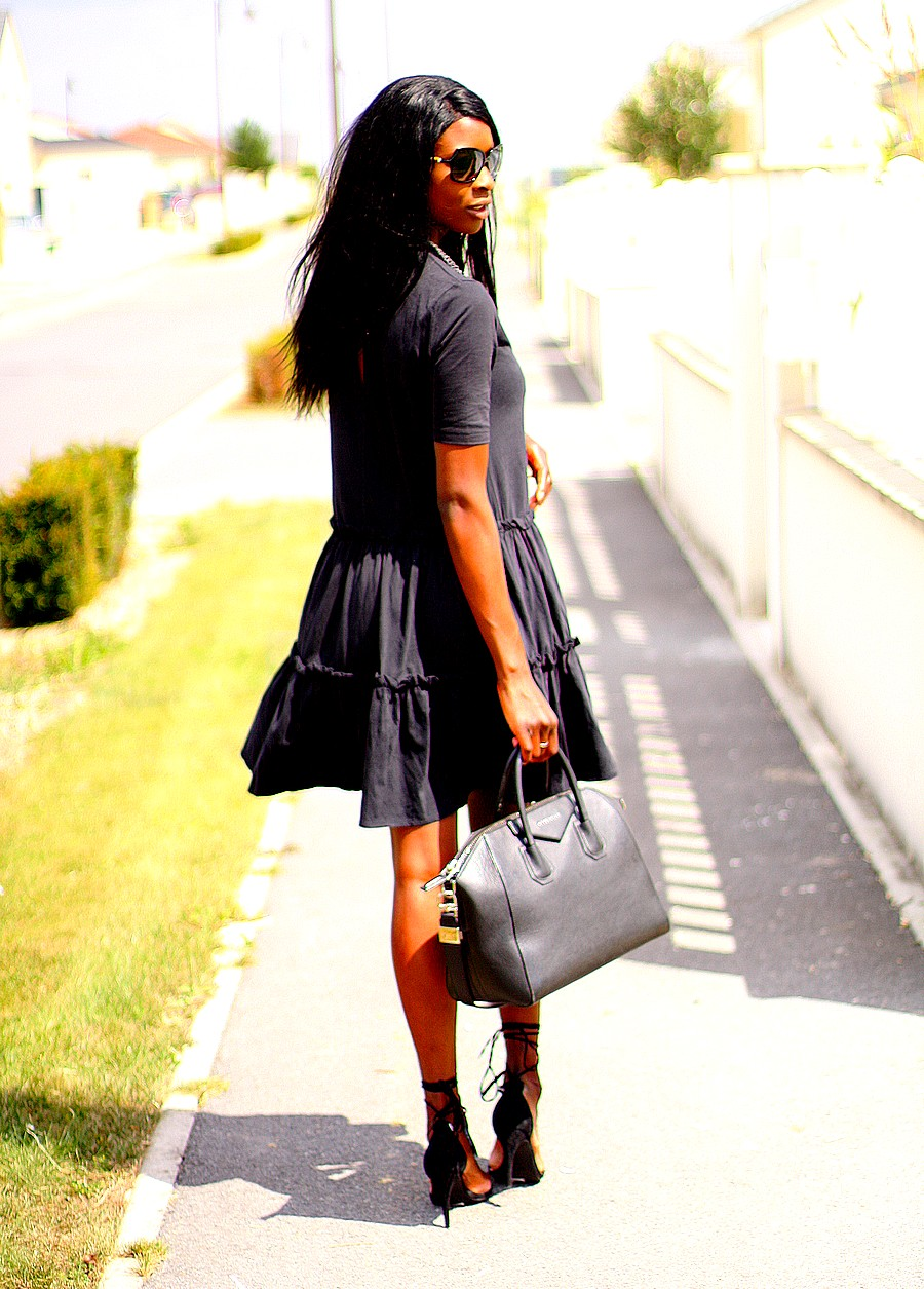 blog-mode-robe-volants-trapeze-givenchy-antigona-sandales-lacets-assitan