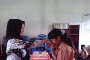 Mengharukan,Sambut Hari Guru Murid Bawakan Kue Tart Dan Suapi Guru