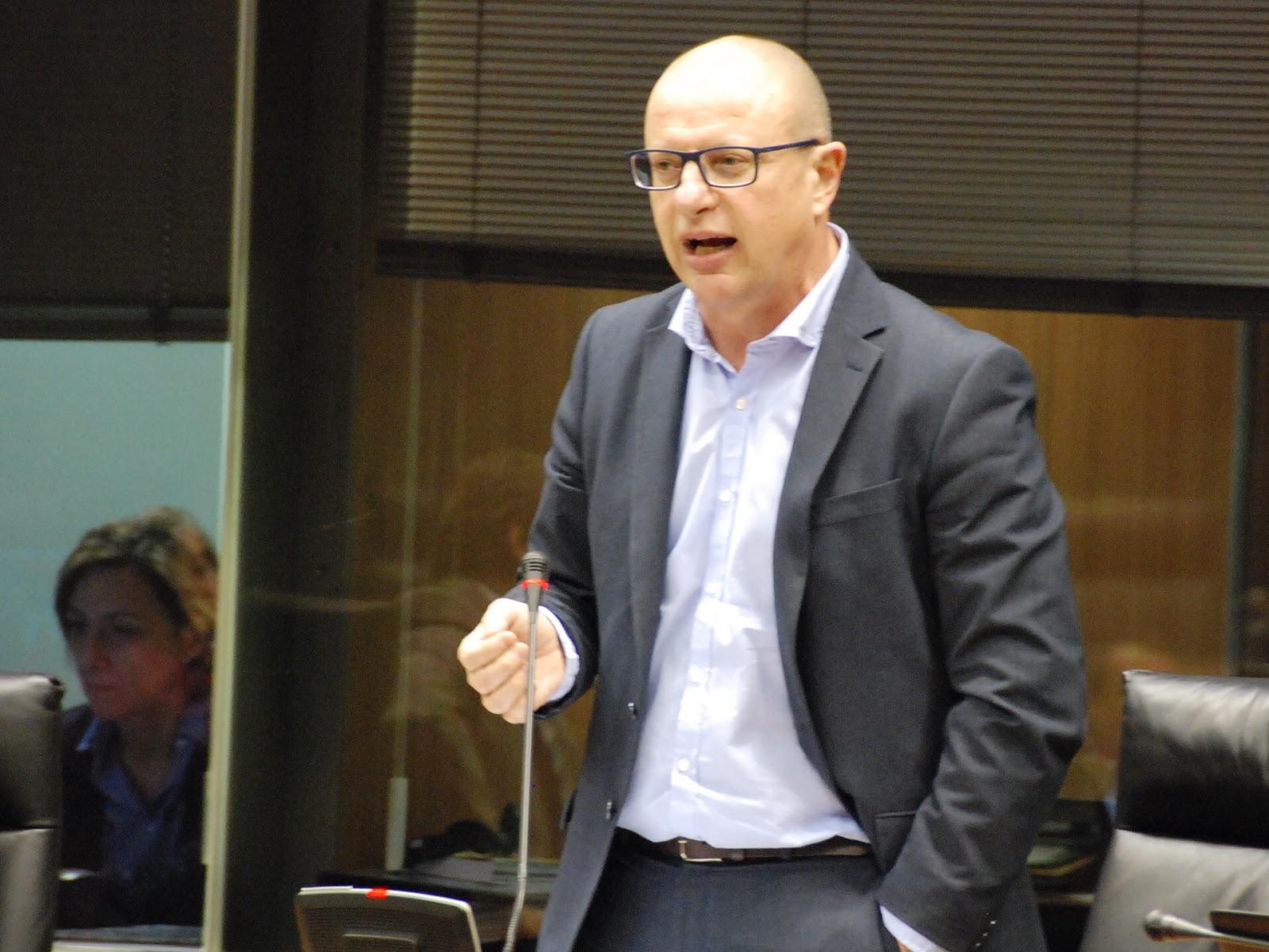 El PSN-PSOE denuncia la falta de reacción de Barkos ante la fuga de profesionales en Educación