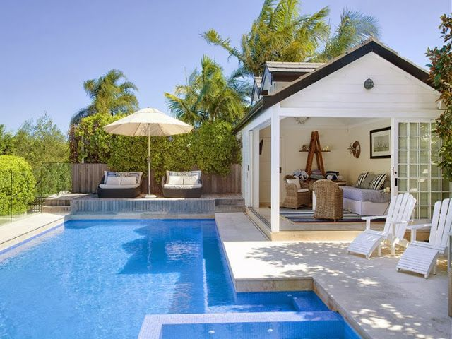 Blanco interiores a casa da piscina for Piscina in casa