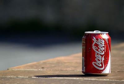 Οικοδόμος ήπιε κουτάκι Coca Cola που έχει λήξει εδώ και 23 χρόνια - Δείτε τι του συνέβη... (φωτό)