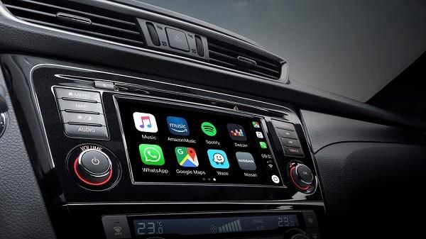 Android Auto y Apple CarPlay sí te hacen más feliz
