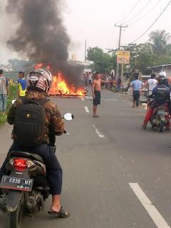 Akibat Tabrakan Maut Dua Warga Asal Kecamatan Ciampel Karawang Tewas Di Tempat Kejadian Perkara