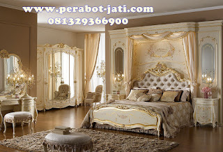 Set tempat tidur royal