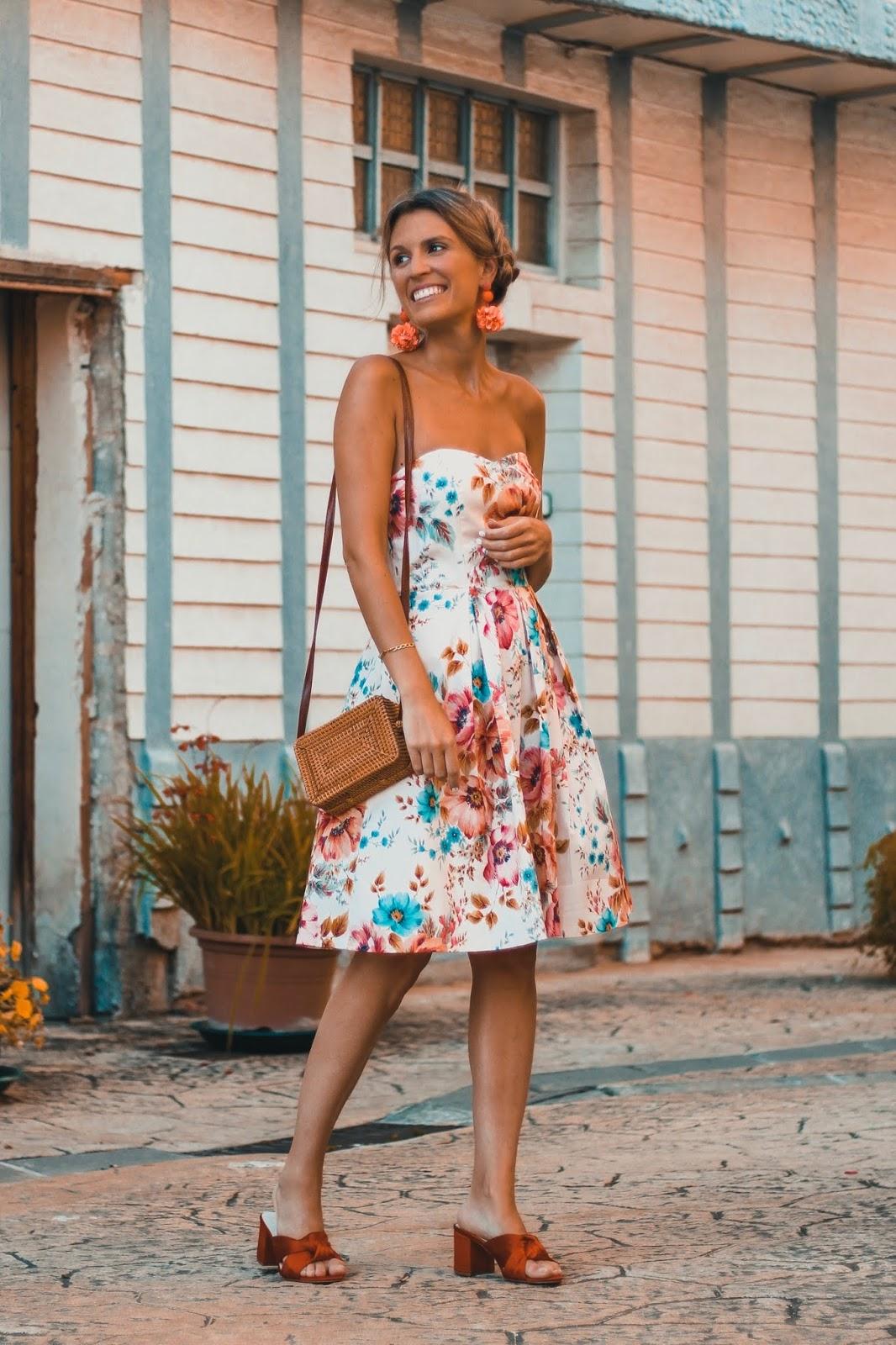 invitada perfecta con vestido de flores