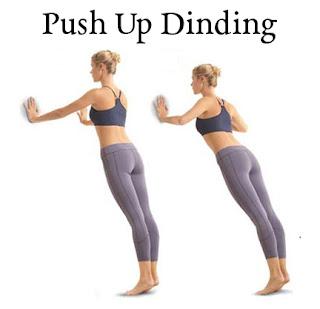 Untuk melakukan cara yang satu ini cukup mudah, hanya dengan berdiri tegak di depan dinding lalu letakan tangan pada permukaan dinding tersebut. Tekuk lengan tangan hingga beban dari badan bertumpu pada tangan anda. Lakukan perlahan dan ulangi hingga pergerakan menyentuh permukaan dinding. Angkat satu tangan dan lakukan gerakan yang sama, begitu pula dengan tangan yang satunya.
