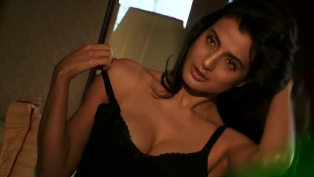 Ameesha Patel Hot Videos ♥ameesha's desimagic♥::: ameesha patel struts her stuff