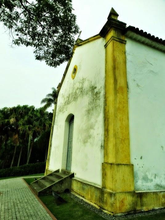 A Capela de Santo Amaro é um do prédios mais antigos de Balneário Camboriú