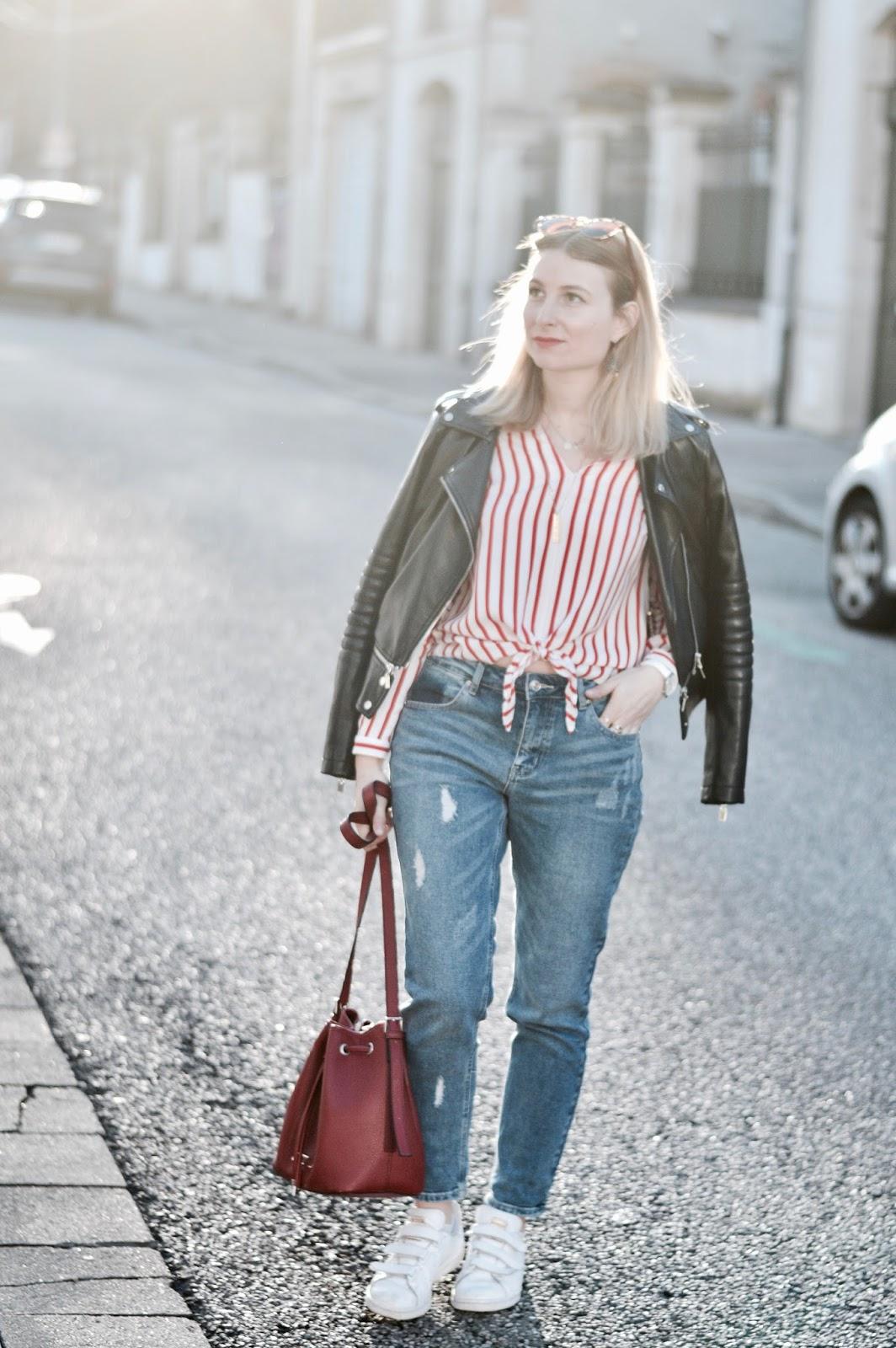 look femme : chemise rayée rouge et jean boyfriend