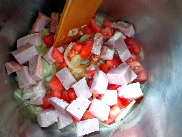 Collard greens with ham and tomato by Laka kuharica; add the tomato and ham