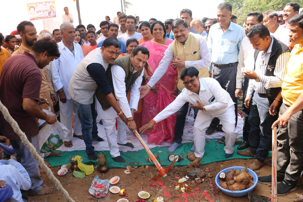 Alirajpur News-जिले के प्रभारी मंत्री श्री सुरेन्द्रसिंह बघेल ने जोबट-नानुपर व्हाया खट्टाली मार्ग का किया भूमिपूजन