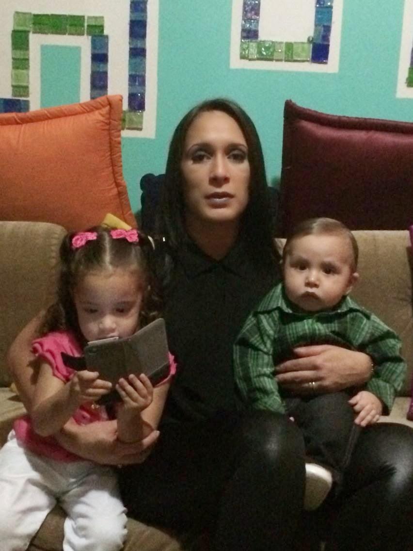 Mamá e Hija leyendo