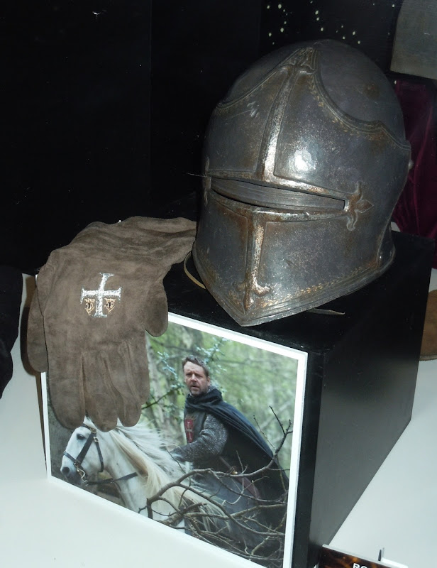 Robin Hood Crusader Knight helmet and gloves