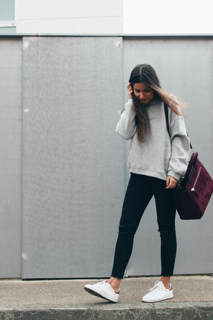 look sencillo y comodo llevando zapatillas blog de moda