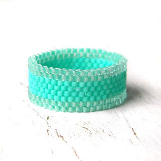 Бирюзовое кольцо из бисера