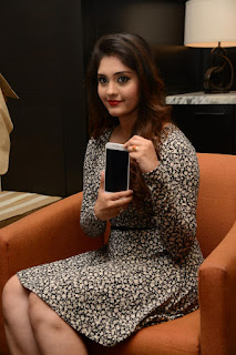 Surabhi at vivo phone launch 006