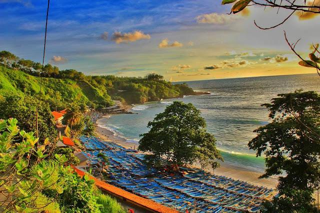 Menikmati Keindahan Alam Pantai Menganti di Kebumen, Jawa Tengah