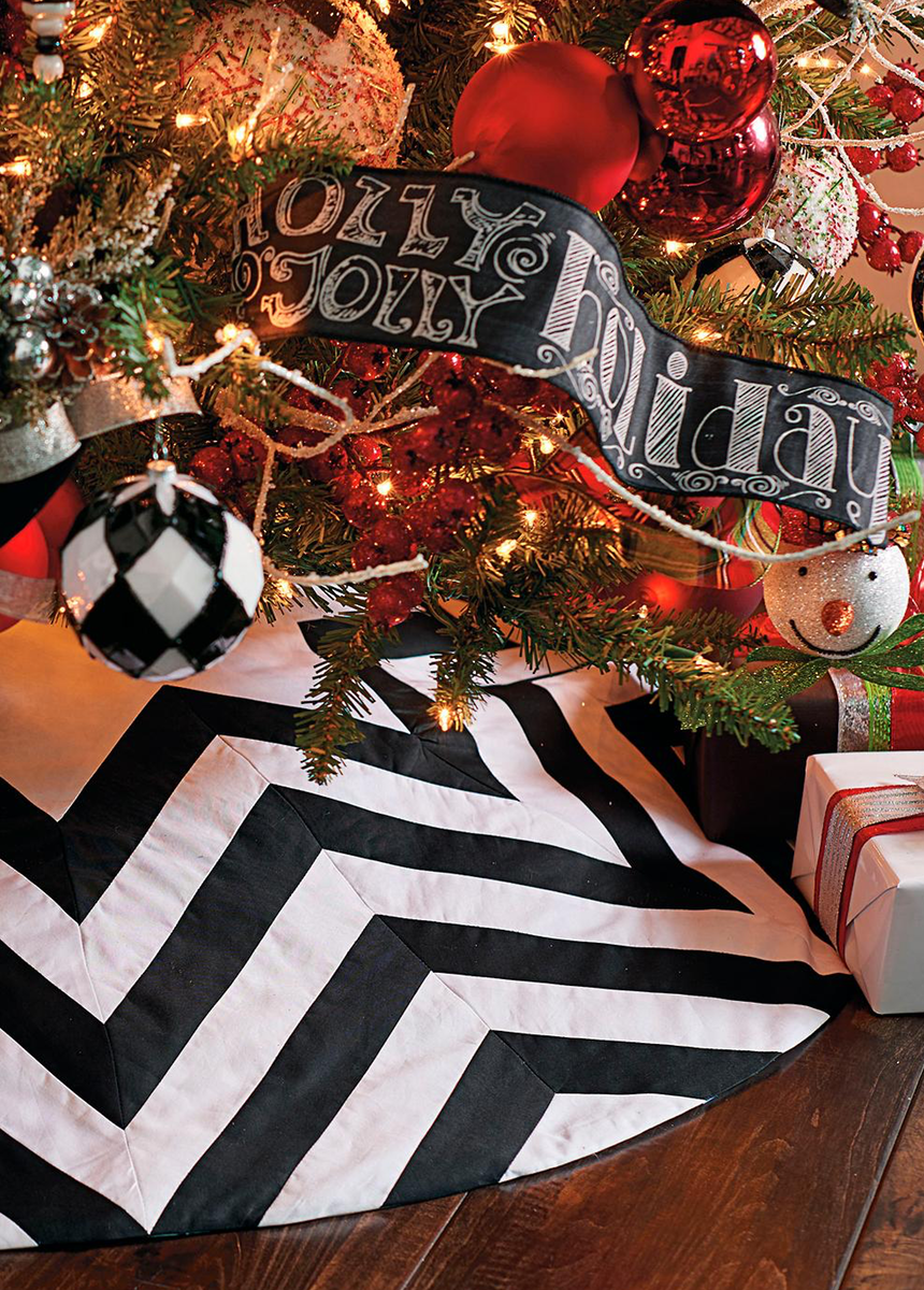 GRANDIN ROAD CHEVRON BLACK AND WHITE TREE SKIRT