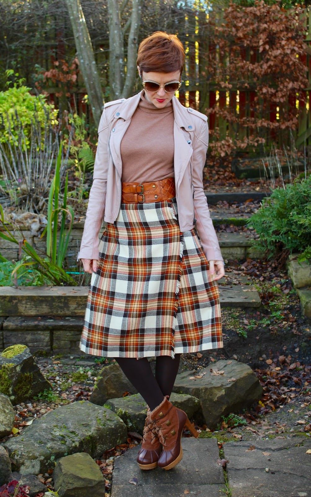 Styling a vintage skirt, midi-kilt | Fake Fabulous