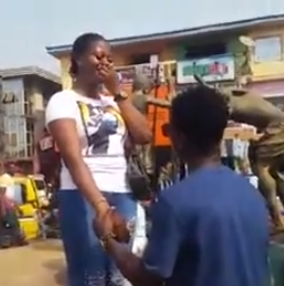 Anambra Man close entire market to propose a girlfriend of 8 years | Watch