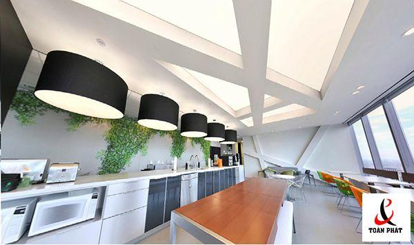 Mẫu trần nhà bếp xuyên sáng màu trắng 5